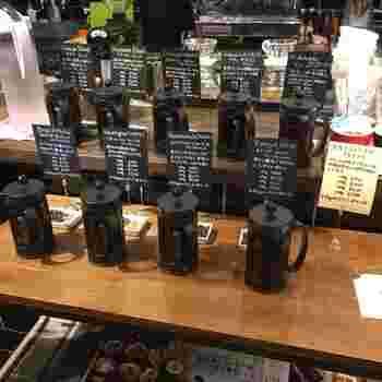 豆の種類は常時変わりますが、これだけの充実ぶりはコーヒー通も満足できそう。カフェインレスタイプもあります。