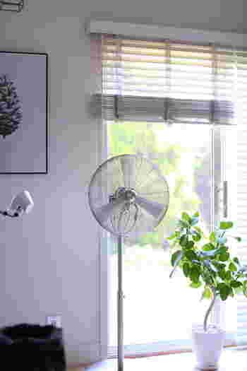 Stadler Form のチャーリーファン。扇風機と思えないようなスッキリとした潔いデザインがいいですね。機能性ももちろん大切ですが、他のインテリアとの相性を考えながら家電を選ぶというのも素敵なお部屋作りには大切なようです。