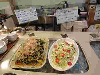 地下1階には、オーガニック食材を使ったお料理やスイーツを堪能できる、レストラン「広場」があります。 ランチはビュッフェ形式で、旬のオーガニック野菜を中心とした和食系メニュー6品と、玄米、胚芽米、味噌汁、漬物など。