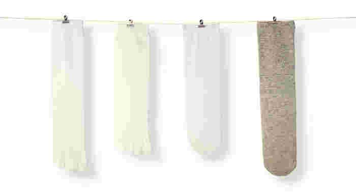 冷え対策にぴったりの「基本の4足セット」。5本指のシルク靴下、ウール靴下の順に履いたら、放湿性の高い先丸のシルク靴下を履いて最後にウールのカバーソックスを履きましょう。こだわりの素材で作られているので蒸れずに快適に過ごせますよ。
