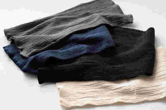 末端を温めてもなかなか冷えが解消しない…そんなときは腹巻きで体幹を温めてみるのもひとつの手です。シルクとコットンの肌触りや上質感あるリブ編みなど、おしゃれな女性にも抵抗なく取り入れやすいデザインの腹巻き。スカートを履いての外出など、おでかけの時にもいいですよ。