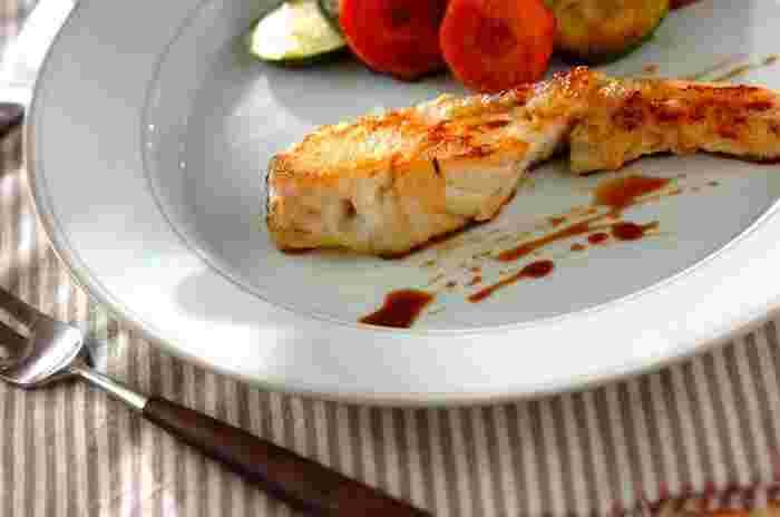 シンプルなムニエルはお醤油とバターをプラスしてほんのり和風味に。ムニエルは他のお魚にも応用が利くので、覚えておくと便利ですよ☆