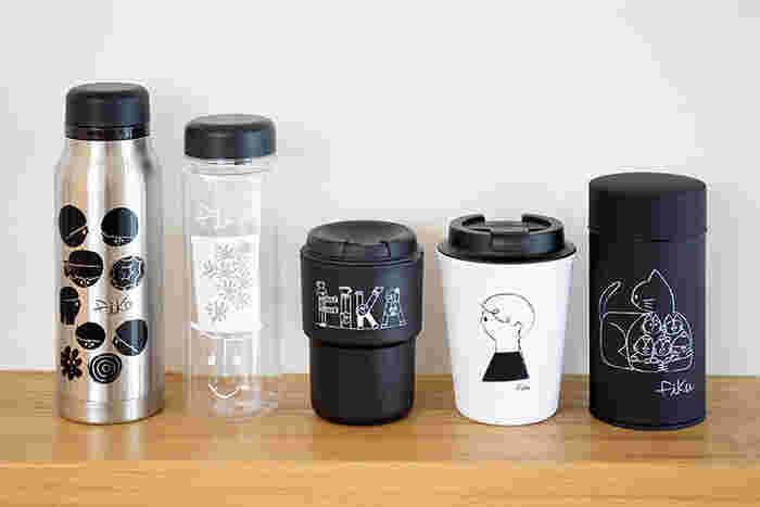 イラストレーターの友澤健太郎さんのイラストがかわいい、「fika(フィーカ)」シリーズを持ち歩いてはいかがでしょう。スウェーデン語でお茶しよう! という意味の「fika」。ウォールマグやステンレスボトル、熱い飲み物にも対応したクリアボトルまで…お茶の時間を彩る色んなアイテムがラインナップ♪