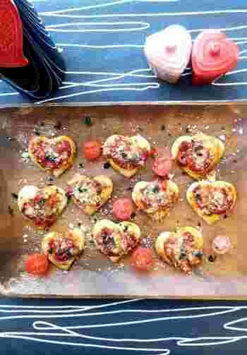「ピツェッタ」は、小さなピザという意味。ピザ生地をハート型にくり抜いて、赤唐辛子とトマトソースでスパイシーに!