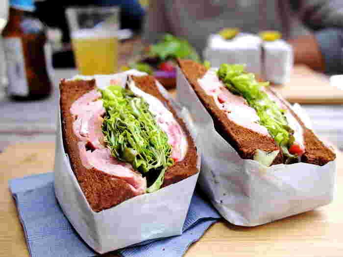 なんと言っても一番人気は「キング・ジョージサンドイッチ」。たっぷりのターキーと、プロポローネをライ麦で挟んだボリューム満点のサンドイッチは、何度でも食べたくなるような味わいです。