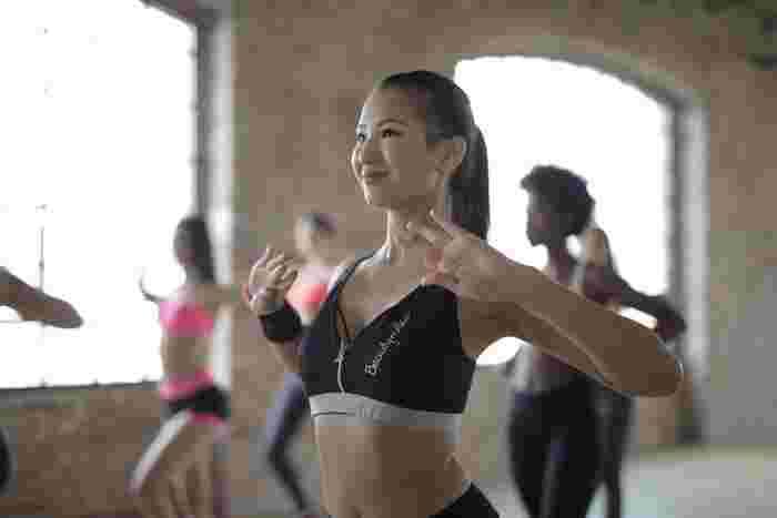 アップテンポな音楽に合わせて体を動かす「エクササイズ」は、運動の中でも特に女性からの支持が高いジャンルです。スタイルのいいインストラクターをお手本に行うので、「こんな体型になりたい!」という具体的な目標にもなります。