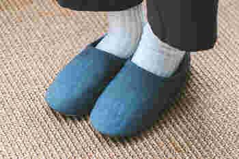 日本製のリネン素材で、肉厚なしっかりとした生地が特徴。しっかりと足を包み込み、ホールド感もあります。