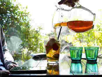 こちらは、「ハイボール」。400ml入るから、夜のお酒を頂くときに使ったり、ジュースをごくごく飲みたいときに使えるサイズ。 クリアなグラスを通してみると、飲み物がいきいきしているように見えますね。