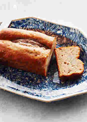 甘酒とバナナの珍しい組み合わせで作るパウンドケーキは意外と合うんです! ほんのりやさしい自然の甘さがほっこりさせてくれます。甘酒はジャム状になるまでしっかりとつぶしながら煮詰めるのがポイントなのだそう。