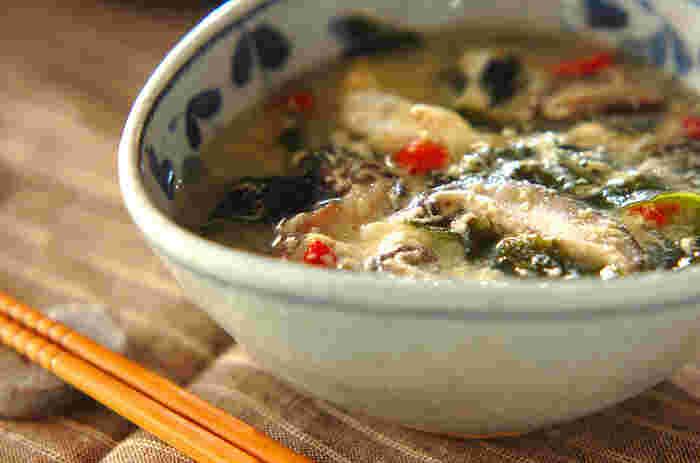 柔らかいワカメととろとろの卵が、お腹を満たして体を温めてくれます。