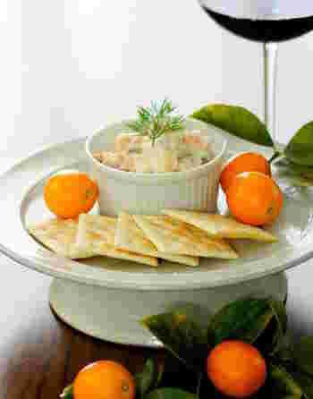 爽やかなきんかんとチーズの相性抜群のディップです。オレンジ色がとっても鮮やかですね!クラッカーにつけてワインと一緒にどうぞ!