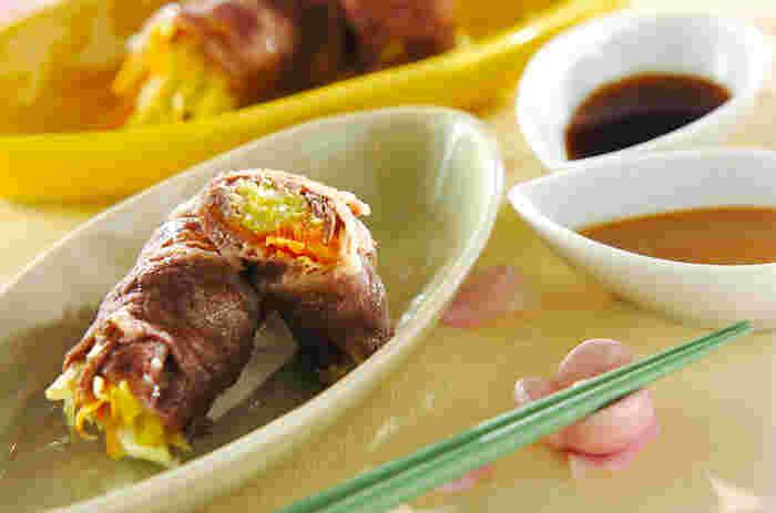 おもてなしのテーブルには、やはり肉料理も欠かせませんね。こちらは、牛肉で春キャベツなどを巻いた料理で、蒸しているのでさっぱり。健康が気になる方にもおすすめです。