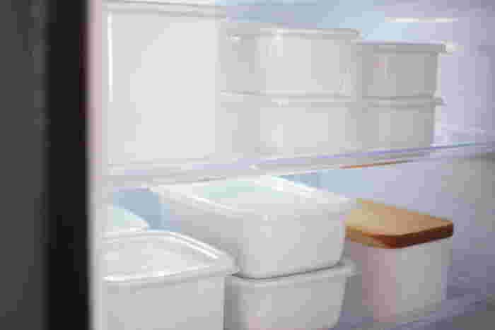 常備菜などを保存しておく際にとっても便利な琺瑯の容器。冷蔵庫に保管してもご覧の通り美しい佇まいですね。生活に密着してくれているのに生活感を消して品良く見せてくれるのが琺瑯容器なのです。