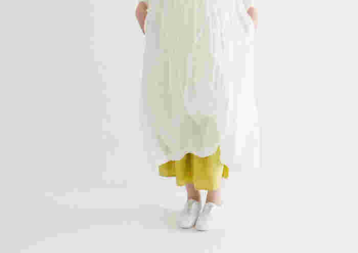 薄着が心地よい季節にはシワ加工された服もおしゃれですが、それ以外のシャツやブラウスだと、シワがあるだけでせっかくの魅力が半減してしまいます。やっぱりシャツやブラウスはきちんと整っていると気持ちがいいし、どこか清潔感に溢れ、小ぎれいに見えるものです。