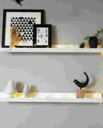 壁に設置する棚は、小物を飾る用に作ってもいいでしょう。ただ小物をぽんと置くのではなく、テーマを設けて飾るようにすると見るだけで楽しくなります。