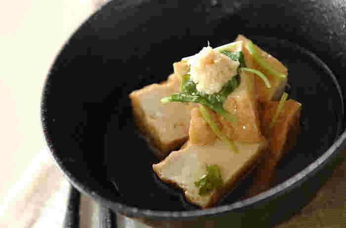 だしの効いたあんを厚揚げにかけて、ミツバやショウガの香りを効かせた一品。上品な味わいでおもてなし料理にもおすすめです。