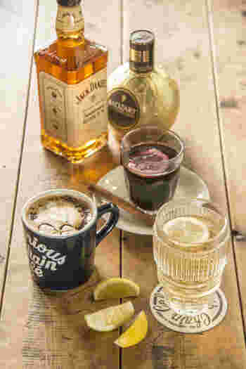 カフェメニューは、こだわりのシングルオリジンコーヒーをいただけます。  23時までやっていて、お酒の提供もあります。お酒を飲める・飲めない派がそれぞれいる女子の集まりなど、いろんなシーンで役立つ、おしゃれの穴場になりますよ。
