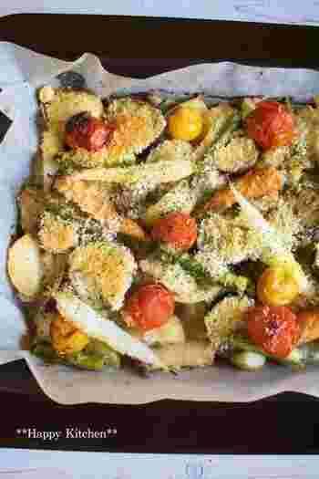 鶏肉と野菜をたくさん敷き詰めたら、あとはオーブンにバトンタッチ。焼きあがるとお肉や野菜が縮んでしまうので、ぎゅうぎゅうに詰めるのがポイントです。お好きな野菜で試してみてくださいね♪