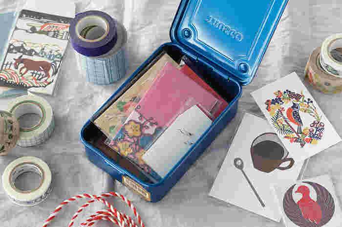 業務用工具製造メーカーTRUSCO(トラスコ)が手掛ける、頼りになるツールボックスは、裁縫道具、マスキングテープ、ペンや定規など、デスクワークで使う様々なものの収納にぴったりなアイテム。