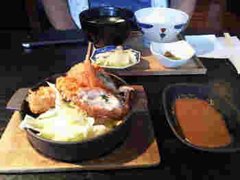 「鮭とホタテのフライ」のような揚げものもランチの人気メニュー。飽きのこないおかずとごはんの組み合わせは、毎日でも食べたくなります。