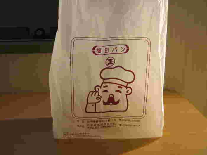 可愛いコック帽に髭のおじさんの袋にパンを入れてくれます♪