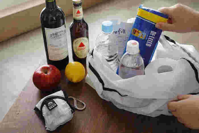 耐水、撥水性能が高いから、ちょっと水気が気になる食品や雑貨を入れても安心です。毎日のお買い物の力強い味方になってくれそうです。