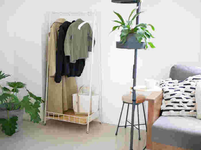 カラーバリエーションは、クールなブラックとナチュラルなホワイトの2色。生活感を出すことなくお部屋の片隅に置いておけて、お部屋のイメージを壊しません。