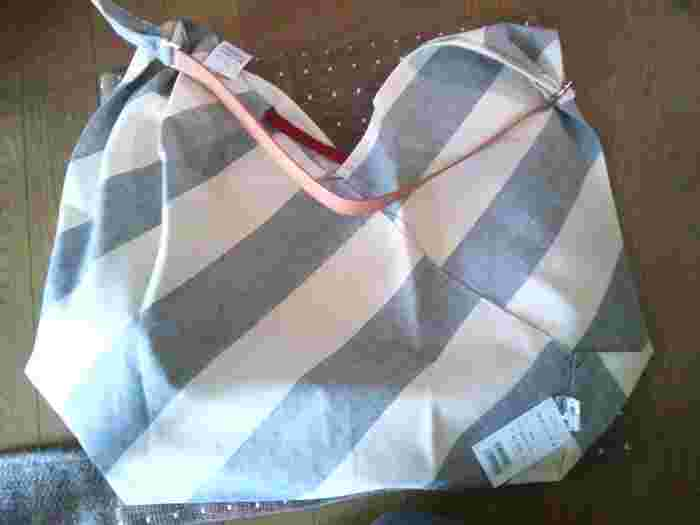 手ぬぐいやがま口など、布小物がお土産としても大人気です。いかにも和風な柄が苦手な人にもおすすめです。