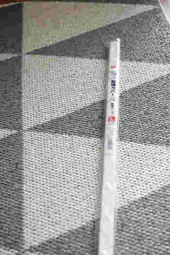 こちらのダイソーの「配線カバー」は、ゴチャゴチャが気になるコード類を、壁に這わせてまとめることができる便利なアイテムです。「テレビや照明の配線をスッキリさせたい…」そんな時に役立ちますよ。