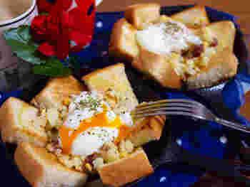 マッシュポテトを使ったおしゃれな卵料理、エッグスラット。忙しい朝だから、残り物のポテサラや温泉卵を使って、簡単なエッグスラット風にしてみてはいかが?手軽なリメイクとは思えない、本格的なおいしさです。