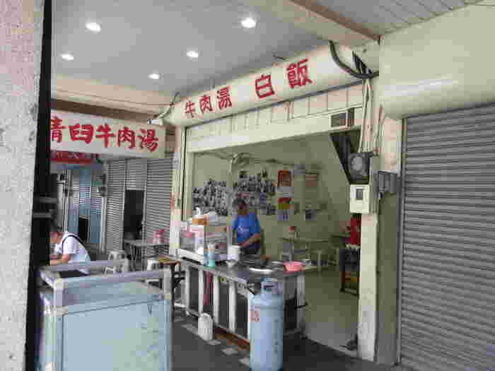 牛肉湯が美味しい専門店が数多くある台南で行列の絶えない人気店。牛肉湯には、さっぱりとしていて旨みがある赤身の肉を使います。