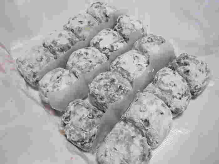 厳選された北海道小豆を使用した豆大福は、しっとりふっくらとして関東一の大福ともいわれています。さっぱりとした甘さは上品で、年配の方にも満足していただけるお味に仕上がっています。