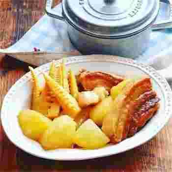 塊の豚バラ肉が入った、ボリューム満点の一品です。食卓に出たらテンションが上がりそう!八角が入った中華風の味わいです。豚肉は焼き、大根は下茹でしてから煮込みましょう。