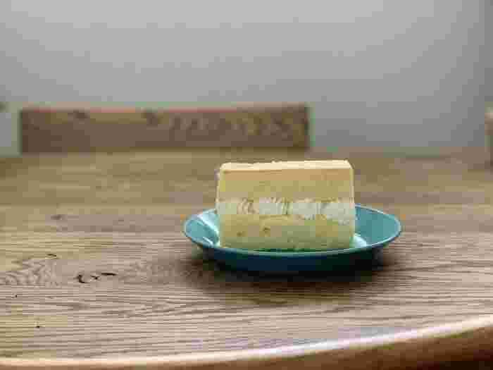 カステラは、プレーンのほかに生クリームをサンドしたものの2種類です。シフォンケーキとスフレケーキを合わせたような食感が魅力的。