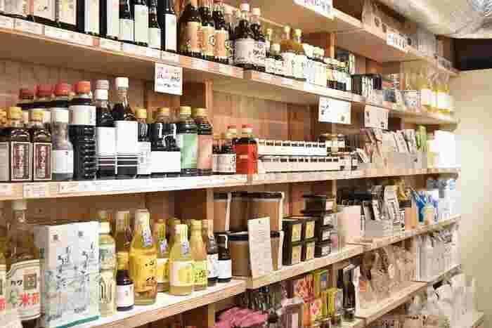 世田谷に「発酵食材」専門の実店舗を構える「発酵デパートメント」のサブスクは、自分ではなかなか手に取ることのない発酵調味料や食材を毎月お届け。その道を極めたプロの確かな目で選ばれた品々は、自炊レベルをグンと上げてくれる強い味方に!