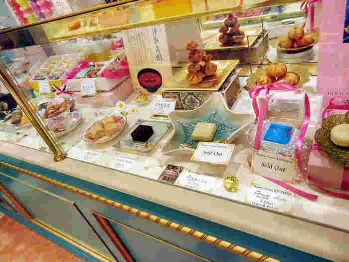 見た目も可愛いスイーツは、どれも伝統的な和菓子の製法で作られた洋菓子のような和菓子です。