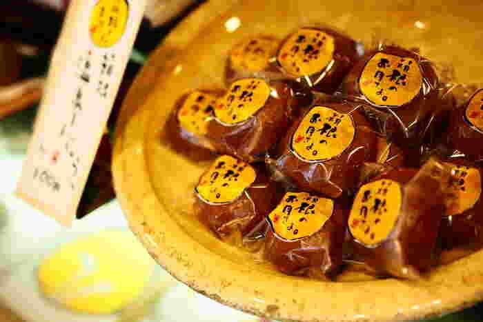 箱根や小田原を中心に、和菓子を売っている「和菓子 菜の花」。「箱根のお月さま」や「月のうさぎ」などは箱根湯本駅周辺にある店内工房で毎日作りあげられる人気のお土産です。