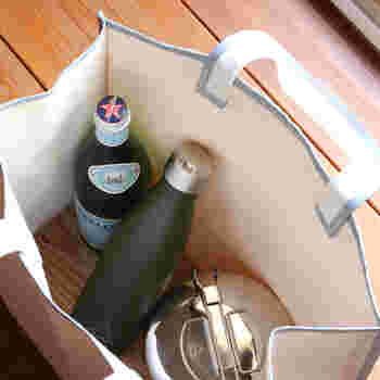 500mlもの容量がありますが、細身のデザインなのでバッグの中で邪魔になりません。