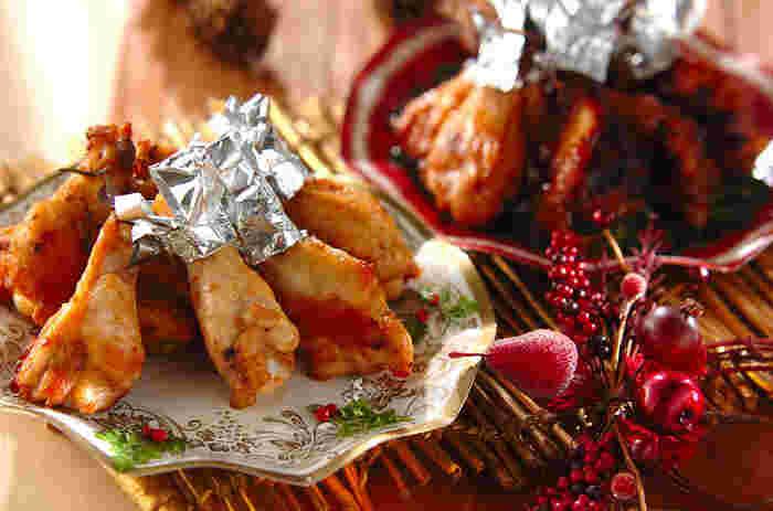 クリスマスといえば、やっぱりチキン!洋風と和風、2種類の味が楽しめるローストチキンです。事前にマリネ液に漬けこんでおけば、当日は焼くだけでOKです。
