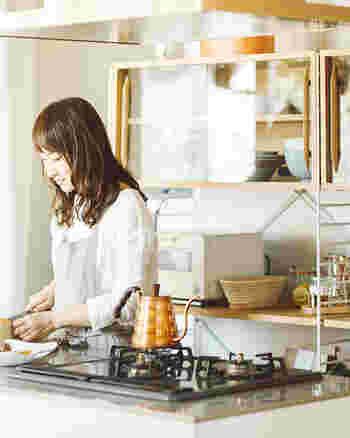一見似たようなキッチン収納でも、細部には使いやすさへのこだわりが詰め込まれています。あなたのキッチンに必要なのは、どんな収納でしょう。必要な収納を選んで、もっと快適なキッチン作りを考えてみませんか?