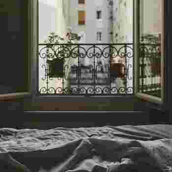朝、ゆったり過ごす時間をフランス語で『la grasse matine'e(グラスマティネ)』というのだそうです。直訳すると「朝寝坊」という意味にもなりますが、日本語と違って、なんとなくのんびりした雰囲気を感じる素敵な言葉ですよね。
