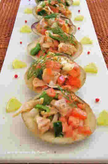 はまぐりの旬は、2~4月頃。産卵期は5~10月頃ですので、その前の時期がおいしくなります。こちらは、スペイン風のはまぐりのサラダ。貝殻を活用して、とても美しいオードブルに仕上げていますね。