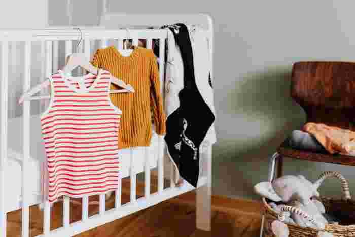 スペースが限られても大丈夫。乳幼児服の収納アイディア