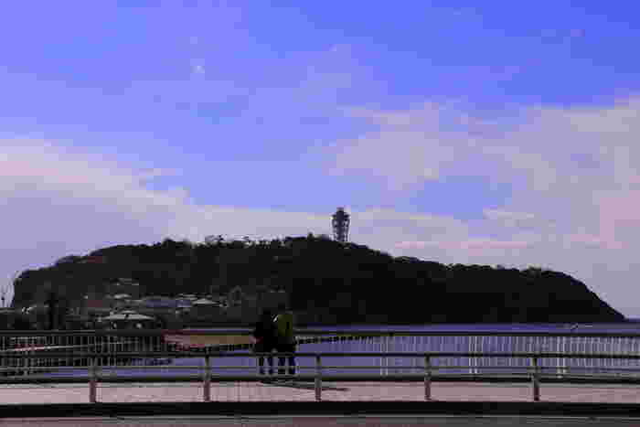 江ノ島は、観光しながら1周ぐるっと巡ると、女性の足で3~4時間ほどかかります。見どころも多いので地図があると便利です。