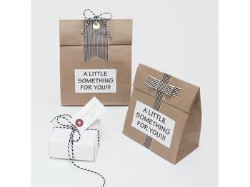 今回は、手作りスイーツをプレゼントする時に便利な、モノトーンのタグや袋を使ったラッピング方法をご紹介します。日頃の感謝の気持ちを伝えて、素敵なバレンタインを過ごしましょう♪
