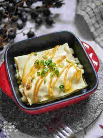 長芋とクリームチーズ、明太子マヨネーズを絡めた具材をラザニアに包んだ見た目が華やかなグラタン。焼き上がったらそのまま食卓に置いて、おもてなし料理にもピッタリです。