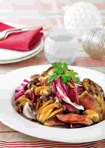 ちょっとリッチなディナーを楽しみたい時におすすめの一皿。もちろんパーティーメニューのメインにもぴったりです。赤ワインの濃厚ソースが、お肉はもちろんきのことの相性抜群です。