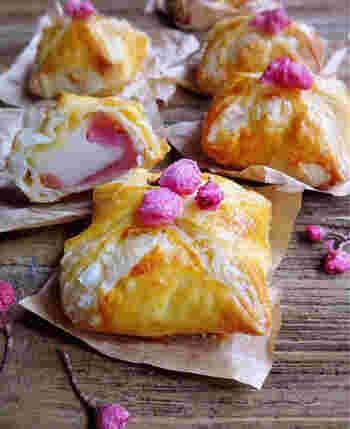 パイシートに、桜あんと切り餅を包んだ「あん餅パイ」。食べるときお餅がとろーりと伸びるのが楽しいですね。