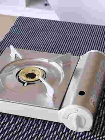 卓上でお鍋を楽しむ際に欠かせない「カセットこんろ」。無印良品のものは、なんといってもこのシンプルで美しいデザインが特徴的!