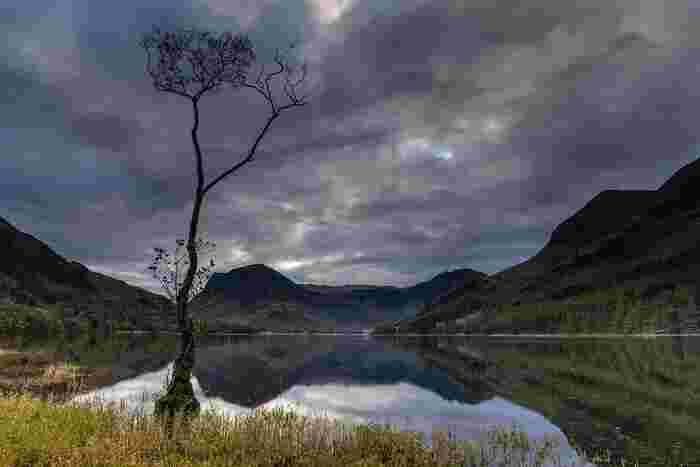 美しい山容を持つ山々、緑豊かな森、静かな湖畔……。「ピーター・ラビット」の著者、ビアトリクス・ポターをはじめ、数々の文豪たちに愛された湖水地方はイギリスにおける景勝地の宝庫です。